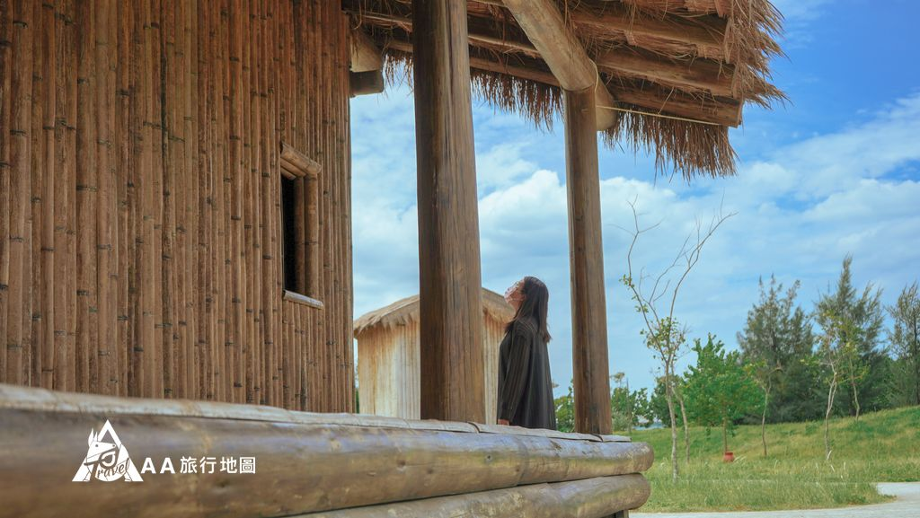十三行考古公園從另一個角度拍的茅草屋