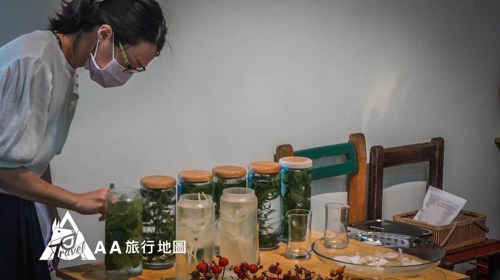 大山北月 桌上這些都是園方事先做好的飲品,讓大家試一下味道,喜歡的話也可以在家自己做