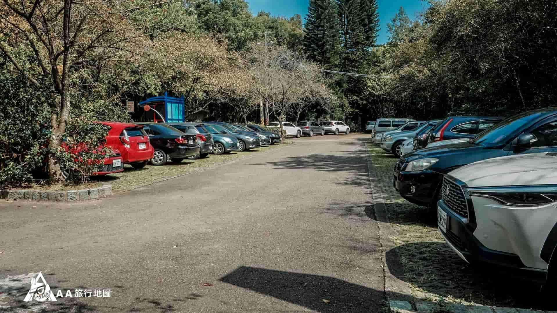 大山北月 門口的停車場都可以停車,假日要早點來不然爬山的人很多會停這邊