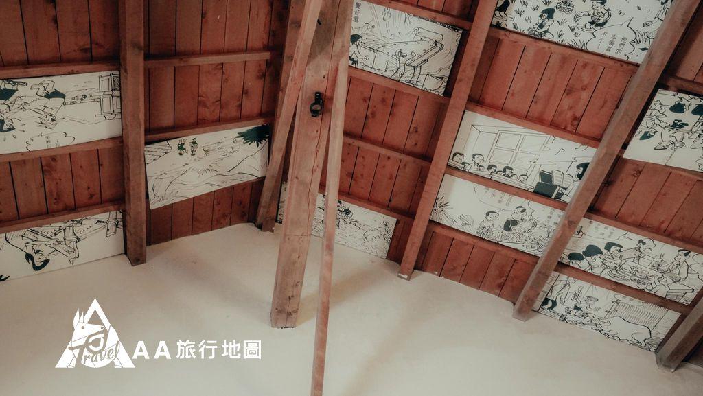大山北月 除了地面上的漫畫,也很有新意的把漫畫部份放在了天花板上