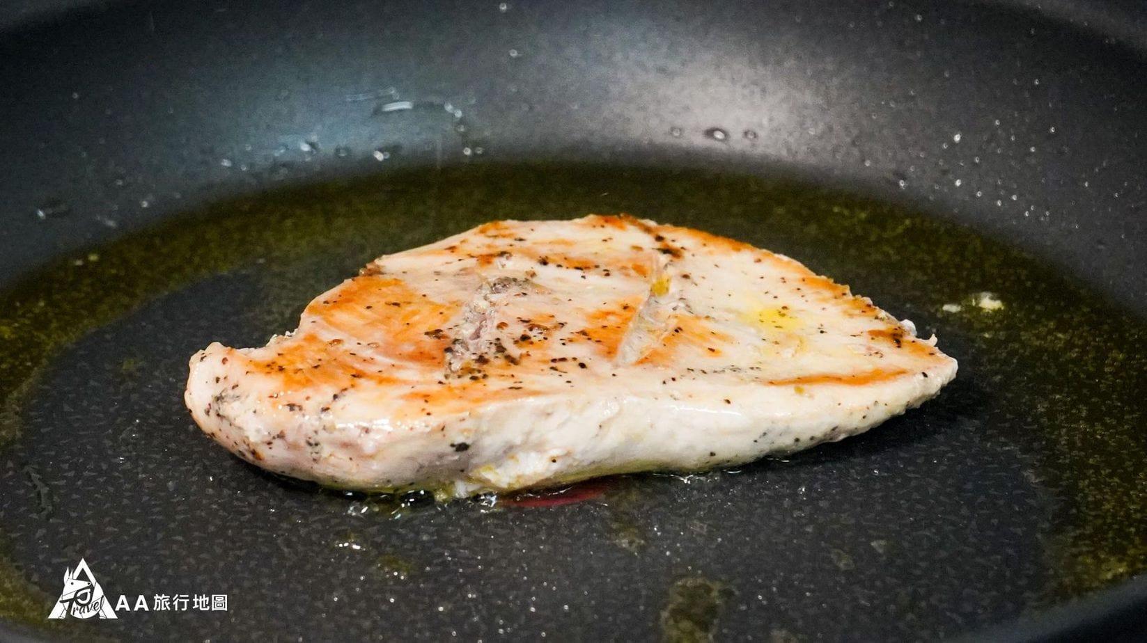 monini 煎出來的肉很漂亮,重點是沒有什麼油煙