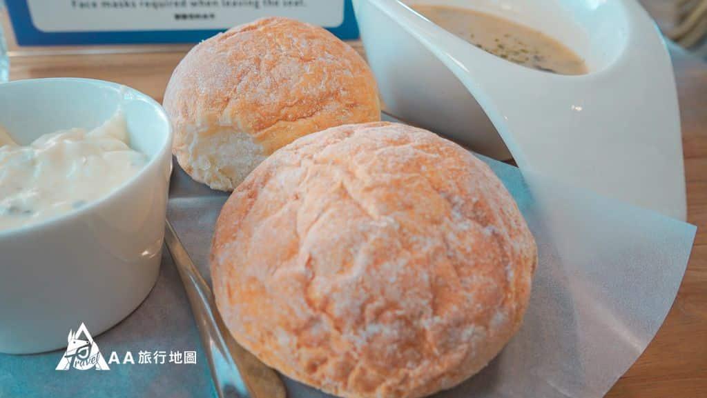 水灣餐廳榕堤首先上來的是麵包與濃湯