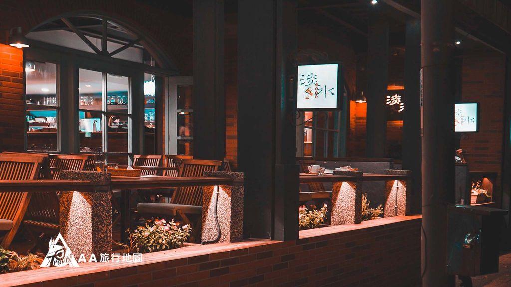淡水長堤店門口拍起來的感覺,下午時分這邊都是滿滿的人頭,只好晚上來拍才有辦法拍到這樣的照片