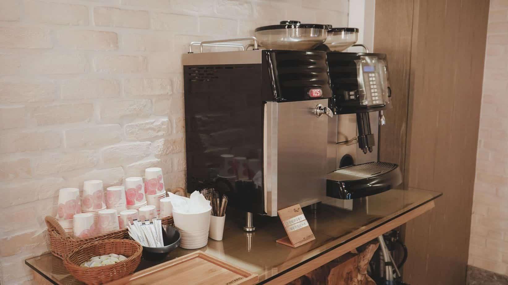 蘭桂坊花園酒店 一樓還有自助的咖啡機等可以使用