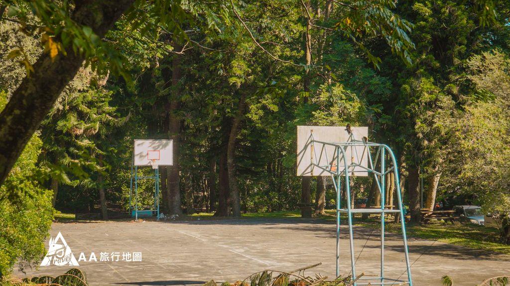 蟬說和社山林中間有一個籃球場,晚上也很適合在這邊坐著聊天,不過要記得帶防蚊液
