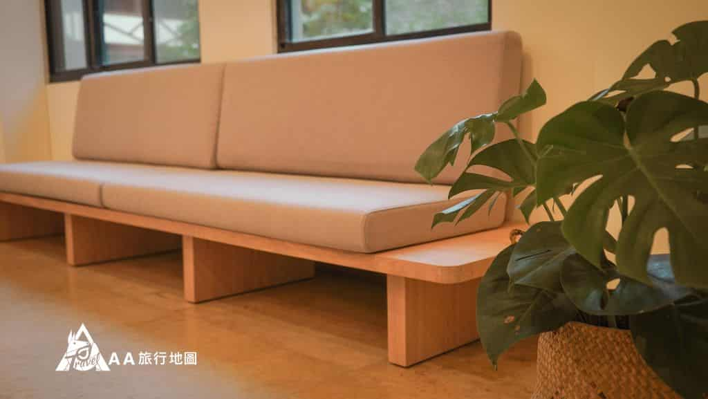 蟬說和社山林因為來住宿的客人很多,在辦理入住的時候也準備了很舒服的沙發