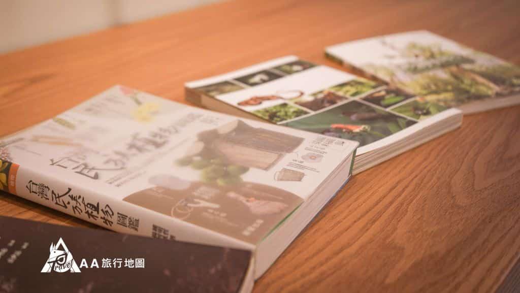 蟬說和社山林招待中心裡面有很多書籍可以查詢相關資訊