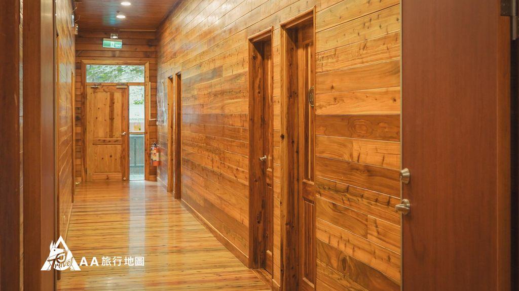 蟬說和社山林整個玻璃樓房的二樓就是住宿區,這邊的木頭保護的很不錯,也沒有潮濕的味道