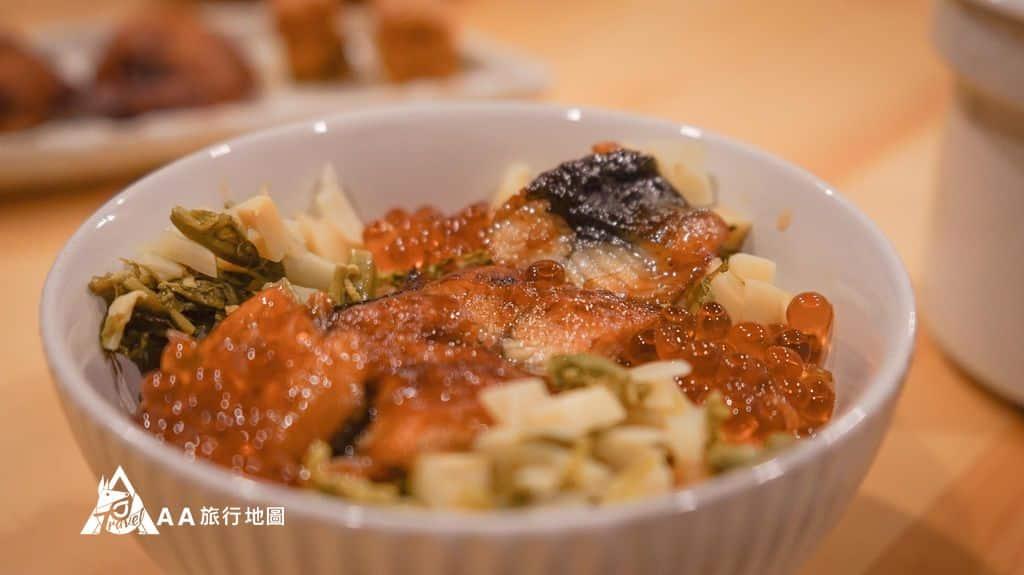 蟬說和社山林晚餐的蒲燒鰻野菇炊飯,味道很剛好,鹹甜適中,鰻魚加上鮭魚卵很好吃