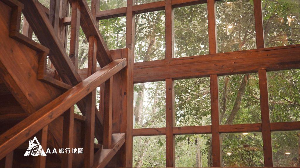 蟬說和社山林玻璃樓房的窗戶拍出去也很漂亮