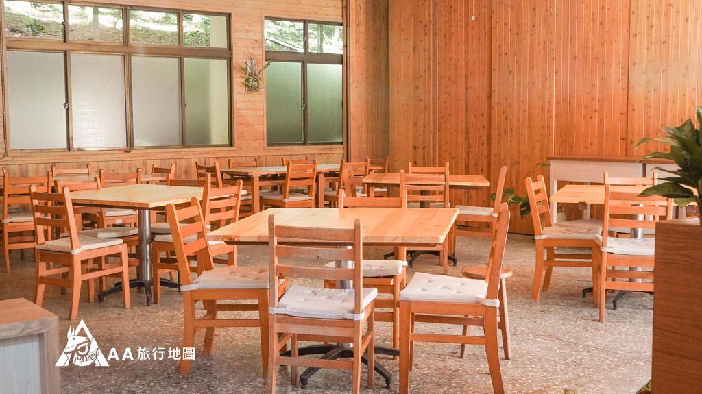 蟬說和社山林第二天早上的餐廳拍起來明亮多了,椅子上的坐塾蠻軟的