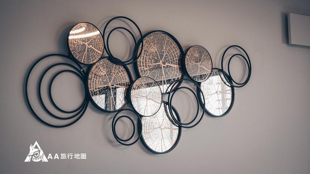 衡定理旅宿民宿內的牆上都可以看到這樣有設計感的裝飾