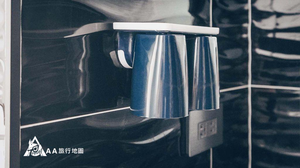 衡定理旅宿潄口杯都是用磁吸的,這樣比較衛生