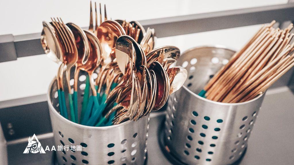衡定理旅宿玫瑰金的餐具如果買一些吃的也很好拍,直接拍出網美照