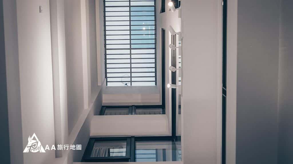 衡定理旅宿站在一樓往上拍天井也別有一番風味