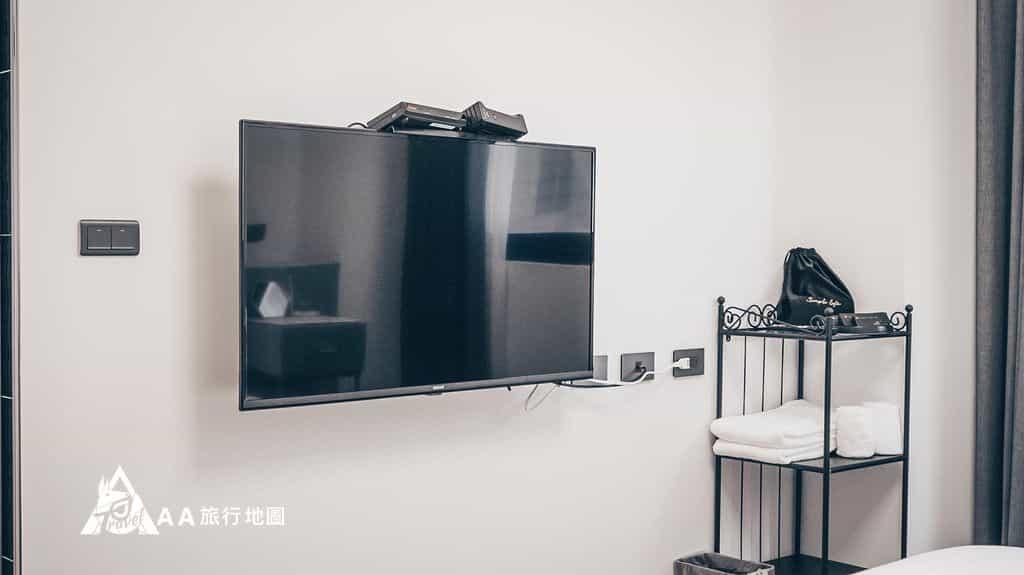 衡定理旅宿雙人房還是有配備基本的電視,大小還可以接受