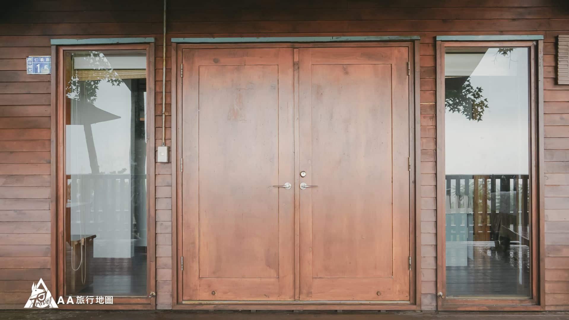 鳳凰亭序 四人房的門口看起來真的很氣派