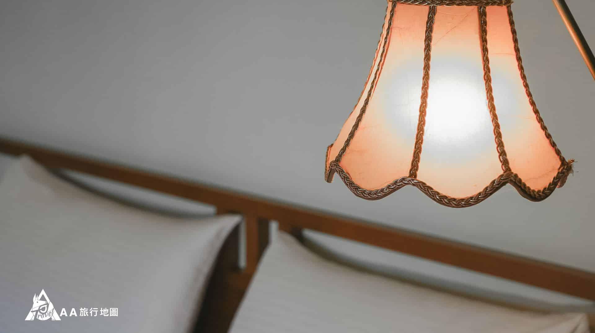 鳳凰亭序 房間內的落地燈拍 起來很美