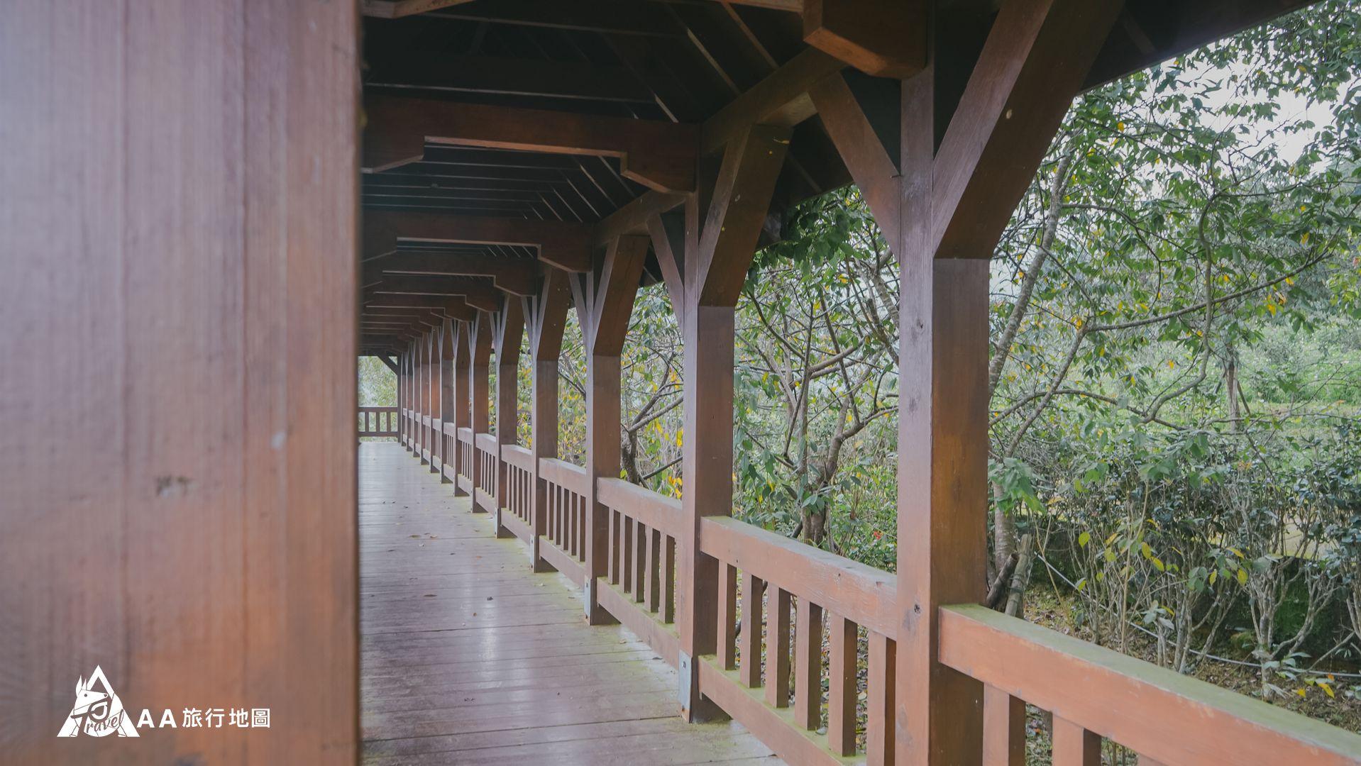 鳳凰亭序 這個是最上面的觀景迴廊,長長的木走道很適合拍照