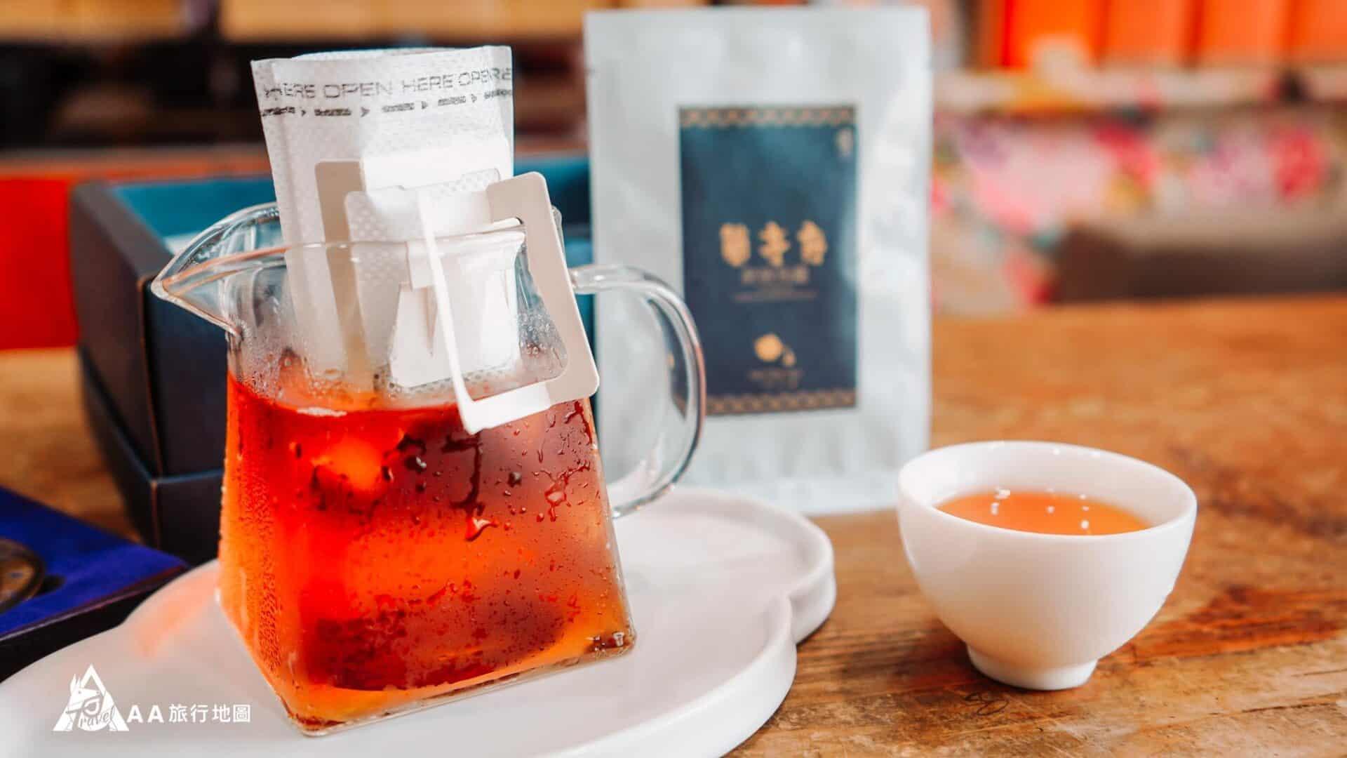 而且設計這種耳掛式的使用起來很方便,不用再為了臨時想喝茶去找茶具或者是濾茶網。