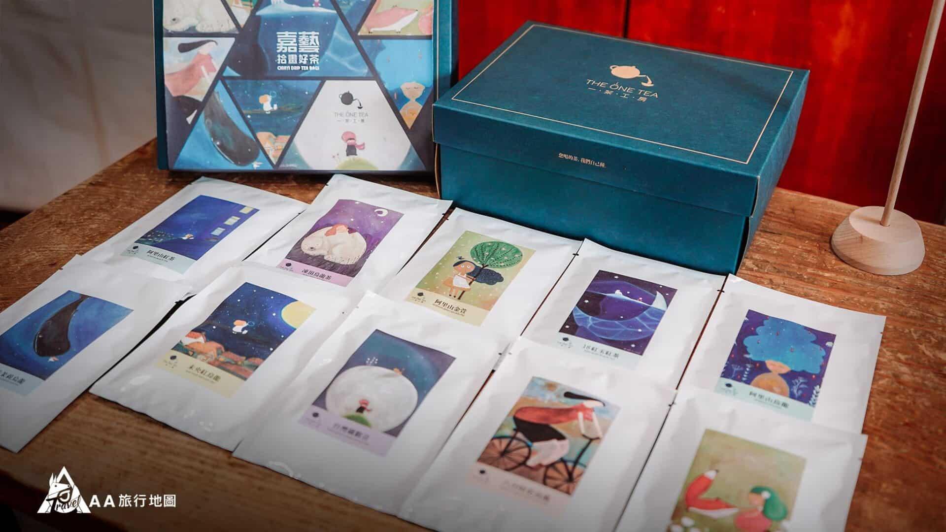 嘉藝拾畫好茶是蠻特別的一種包裝,裡面有十個小包,每個都有不同的圖案,喝茶都文青了起來~~