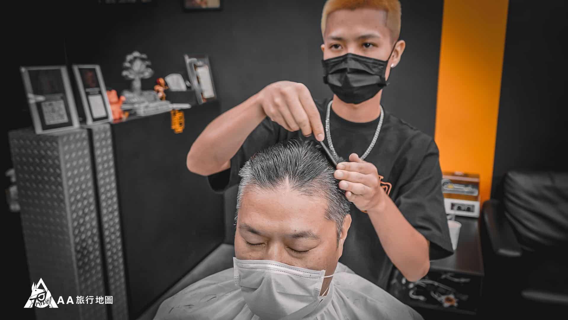 HomeComing 今天幫我們服務的理髮師kyle